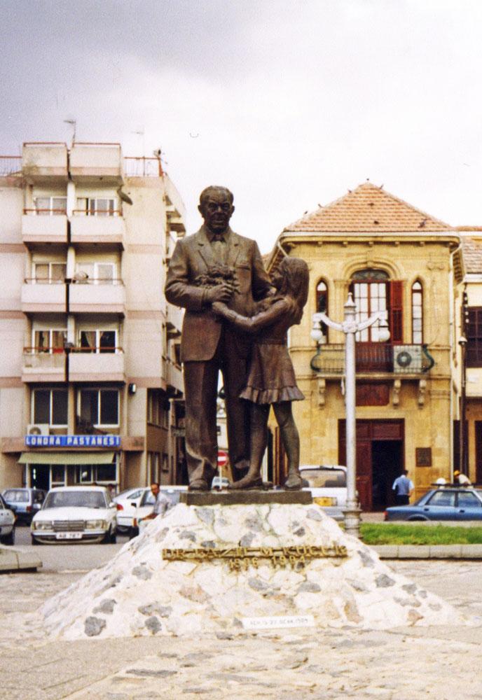 Kıbrıs davasının sembol isimlerinden Dr. Fazıl Küçük'ün heykeli