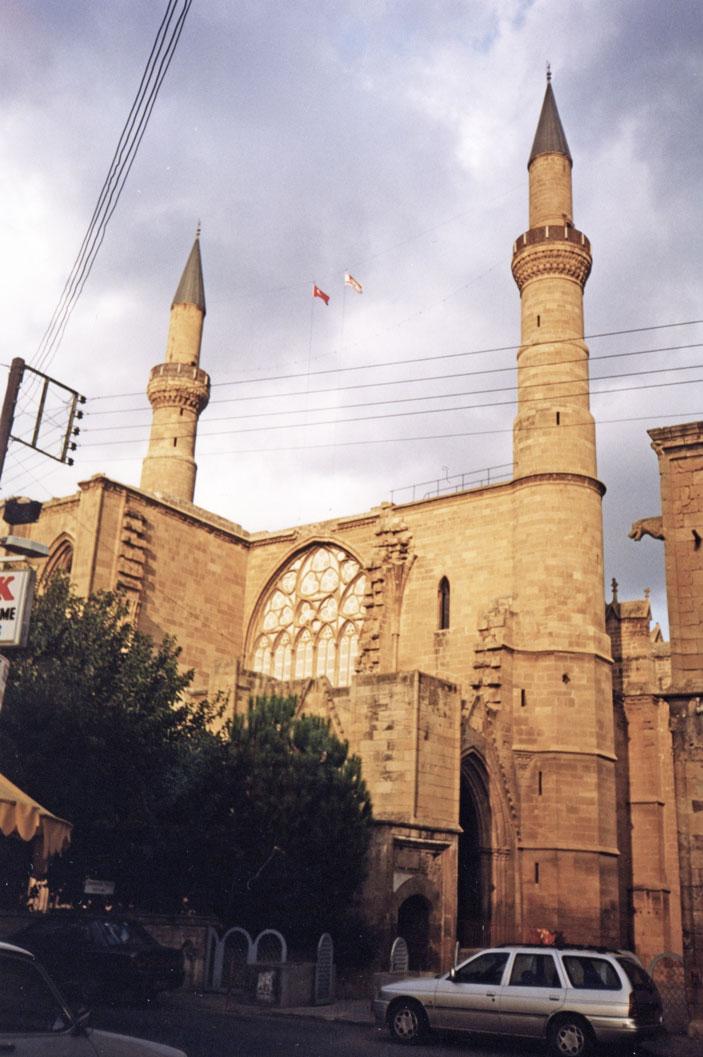Lefkoşa'da gotik bir katedralden dönüştürülen Selimiye Camii