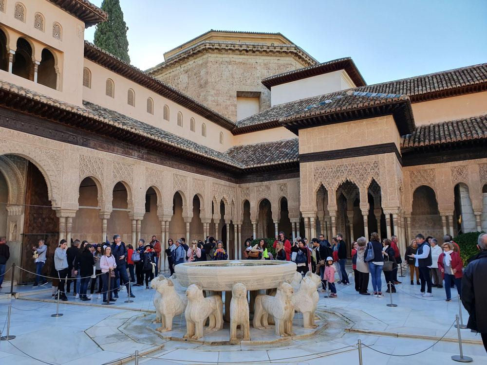 Elhamra Sarayı'nda Aslanlı Salon
