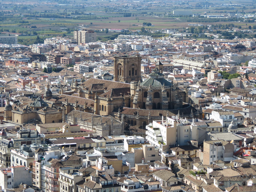 Elhamra'dan Granada Katedrali'nin görünüşü