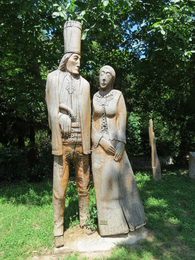 Beykoz'a bağlı Polonezköy'de ahşap heykeller