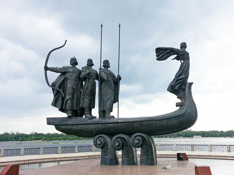 Kiev'in Kurucuları Anıtı, şehrin kuruluşunun 1500. yıldönümü olan 1981'de yapılmış. Kiev'i kurduğuna inanılan üç erkek ve bir kız kardeşi sembolize ediyor.