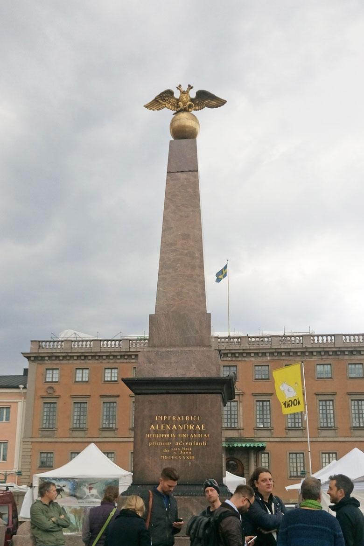 """Pazar Meydanı'nda """"Çariçe Taşı"""" denilen anıt"""